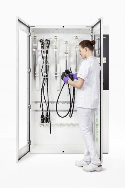 wassenburg-dry320-loading-and-unloading-endoscopes